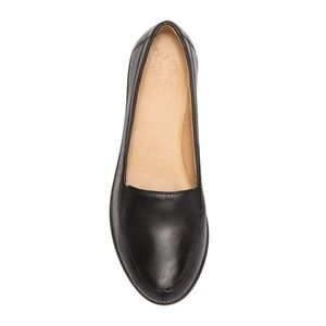 Naturalizer Panache Loafers in Black Leather
